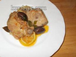 Курица тушеная с оливками и лимоном