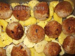 Фрикадельки с запечённым картофелем в средиземноморском стиле