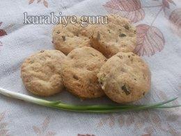 Сырное печенье со шкварками