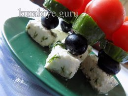 Греческий салат на шпажках