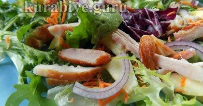 Простой салат с копчёной курицей