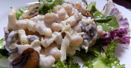 Фасолевый салат с курицей «Нежность»