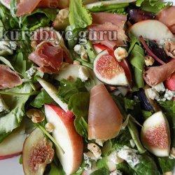 Салат с нектаринами, инжиром и прошутто