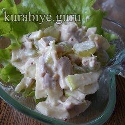 Куриный салат с виноградом и яблоками