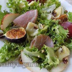 Салат с инжиром и грушей