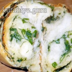 Батон с чесноком и зеленью в духовке