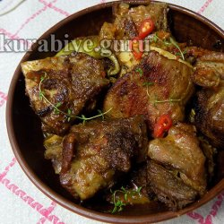 Говяжьи рёбра тушеные в остром томатно-луковом соусе